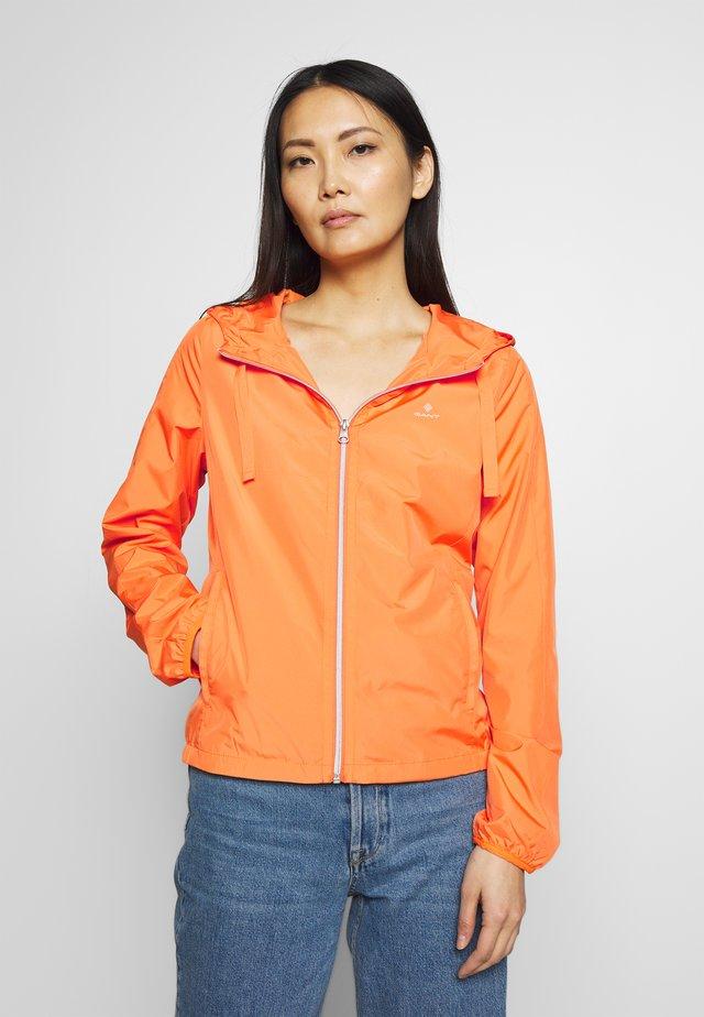 WIND SHIELDER - Tunn jacka - sunny orange