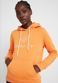 GANT - LOCK UP HOODIE - Jersey con capucha - amberglow - 4