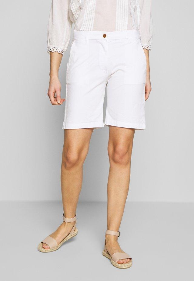 CLASSIC CHINO - Shorts - white