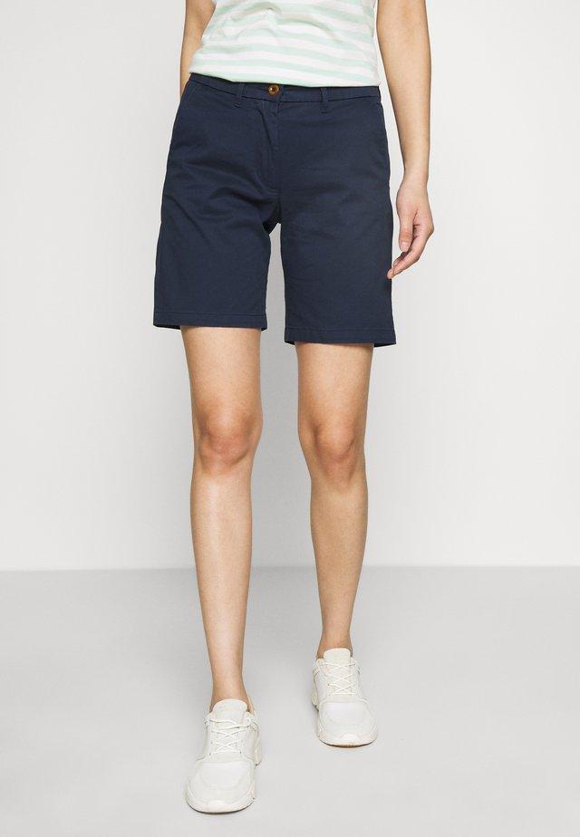 CLASSIC CHINO - Shorts - marine