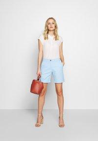 GANT - CLASSIC CHINO - Shorts - capri blue - 1