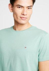 GANT - THE ORIGINAL - Basic T-shirt - field green - 4