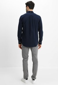GANT - THE BROADCLOTH - Skjorta - navy - 2