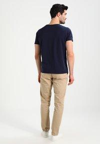 GANT - Kalhoty - khaki - 2