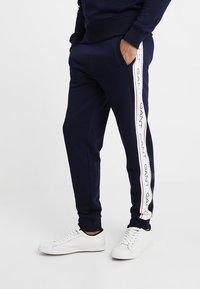 GANT - ICONIC PANT - Spodnie treningowe - evening blue - 0