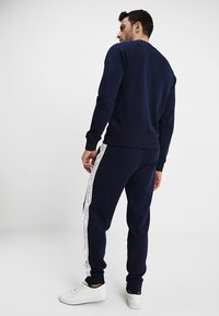 GANT - ICONIC PANT - Spodnie treningowe - evening blue - 2