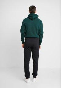 GANT - THE ORIGINAL PANT - Spodnie treningowe - black - 2