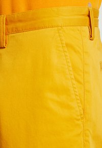 GANT - RELAXED - Shorts - ivy gold - 3