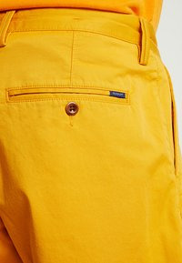GANT - RELAXED - Shorts - ivy gold - 5