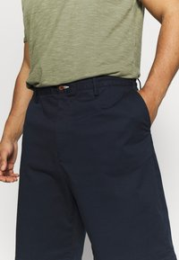 GANT - PLUS RELAXED  - Shorts - marine - 4