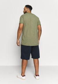 GANT - PLUS RELAXED  - Shorts - marine - 2