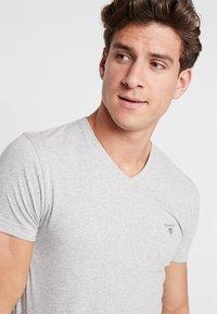 GANT - THE ORIGINAL  SLIM FIT - Camiseta básica - light grey melange - 4