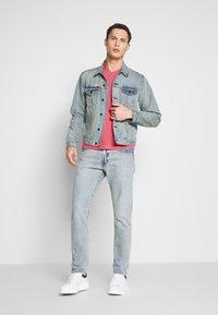 GANT - THE ORIGINAL  SLIM FIT - Camiseta básica - bright pink - 1
