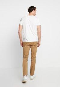 GANT - SHIELD - T-shirt med print - off-white - 2