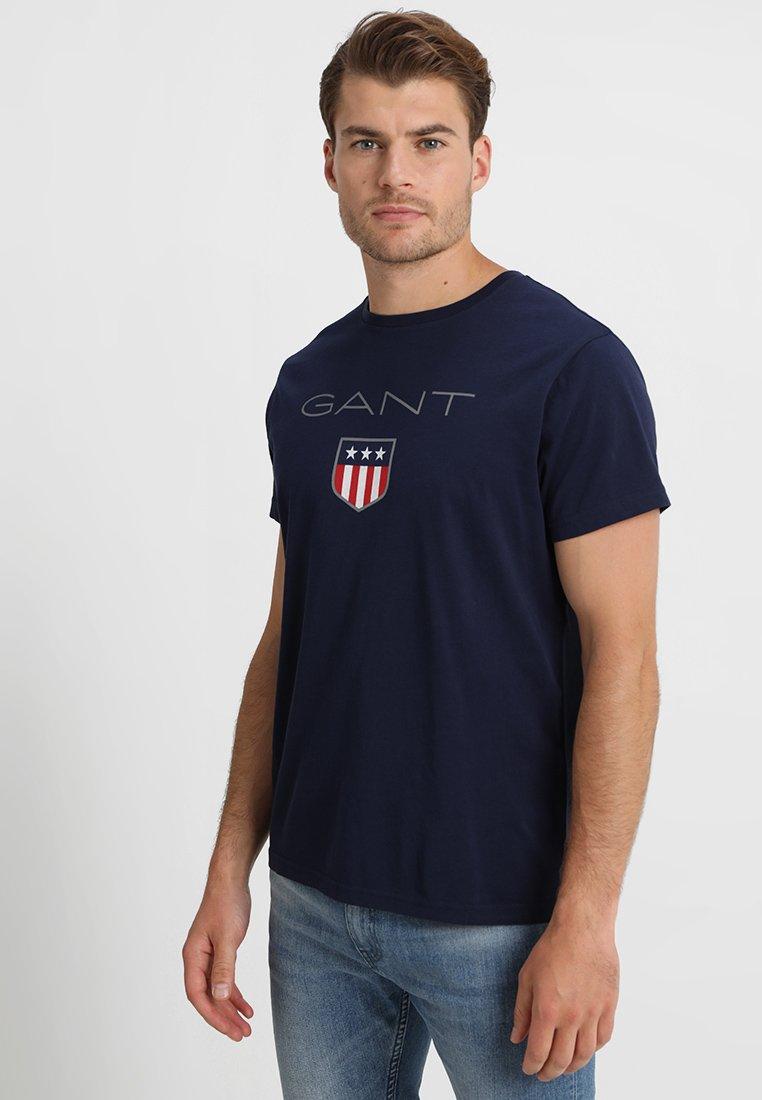 GANT SHIELD - T-shirt z nadrukiem - evening blue