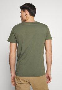 GANT - SHIELD - Camiseta estampada - olive - 2