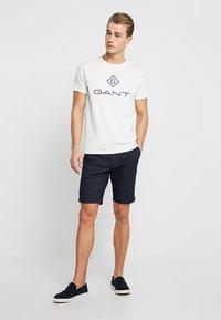 GANT - LOCK UP  - T-shirt med print - eggshell - 1