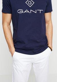 GANT - LOCK UP  - T-shirt med print - evening blue - 5