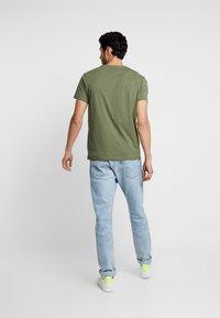 GANT - LOCK UP  - Camiseta estampada - deep lichen green - 2