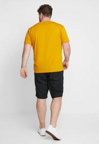 GANT - Camiseta básica - ivy gold - 2