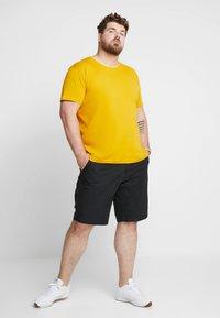 GANT - Camiseta básica - ivy gold - 1