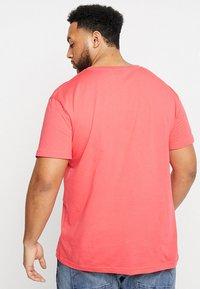 GANT - Camiseta básica - watermelon red - 2