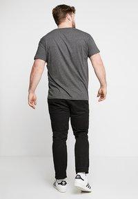 GANT - T-shirt basic - anthracite - 2