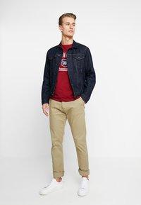 GANT - GRAPHIC  - Camiseta estampada - mahogny red - 1