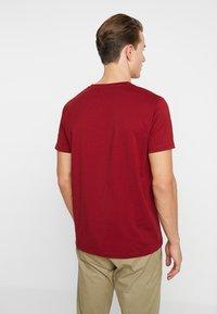 GANT - GRAPHIC  - Camiseta estampada - mahogny red - 2