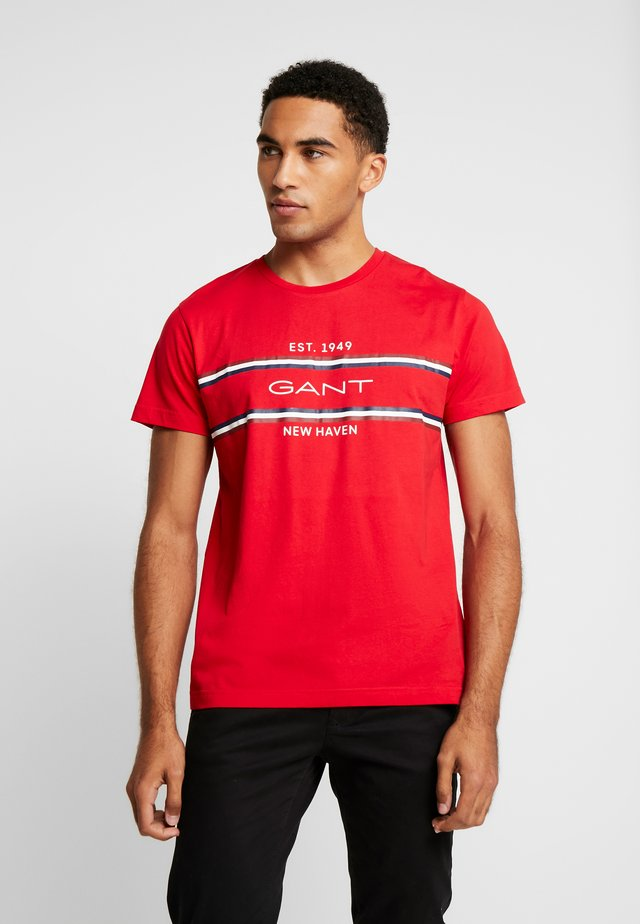 STRIPE  - T-shirt med print - bright red