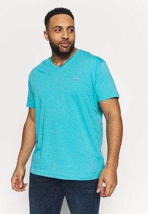 PLUS THE ORIGINAL SLIM V-NECK - Camiseta básica - light aqua