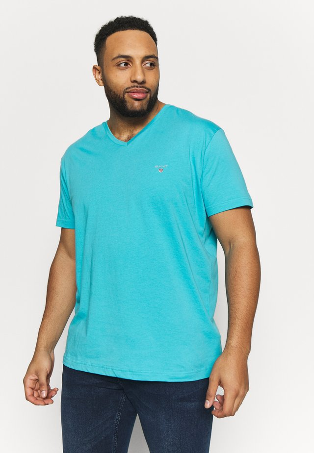 PLUS THE ORIGINAL SLIM V-NECK - T-shirt basic - light aqua