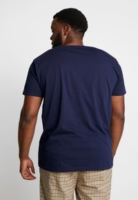 GANT - PLUS SHIELD - T-shirt con stampa - evening blue - 2