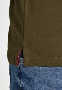 GANT - CONTRAST COLLAR RUGGER - Polo shirt - field green - 5