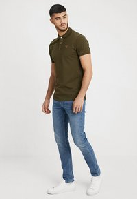 GANT - CONTRAST COLLAR RUGGER - Polo shirt - field green - 1