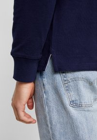 GANT - STRIPED CHEST HEAVY RUGGER - Polo - evening blue - 3
