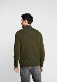 GANT - EXTRAFINE VNECK - Pullover - field green - 2