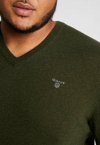 GANT - PLUS  - Svetr - field green - 5