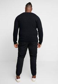 GANT - CABLE CREW - Sweter - black - 2