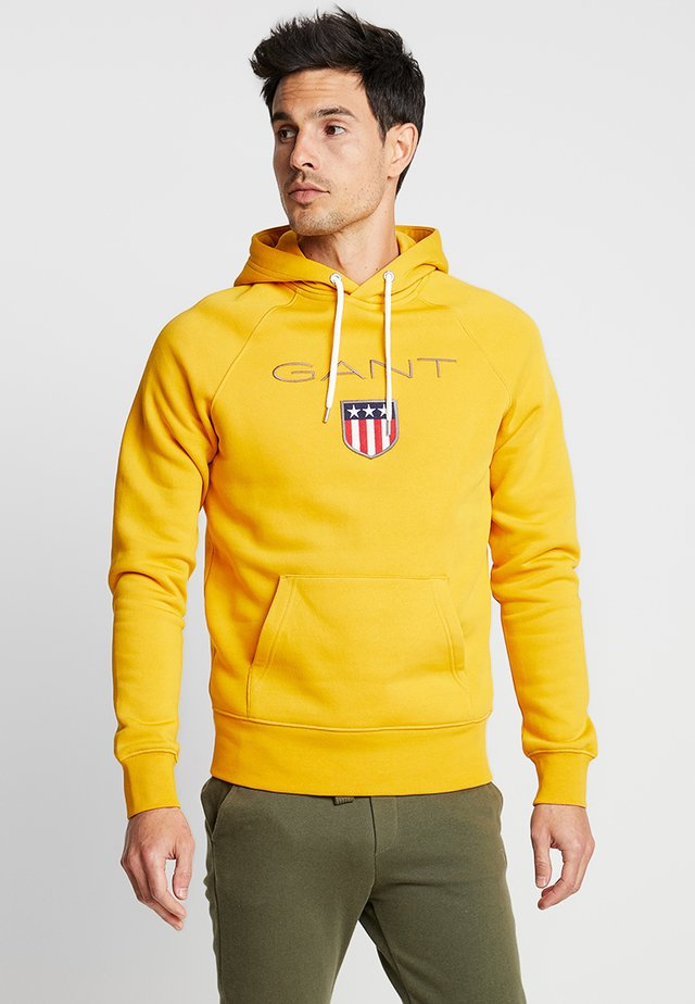 SHIELD HOODIE - Jersey con capucha - ivy gold