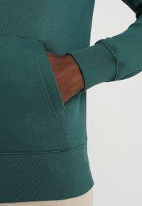 GANT - SHIELD HOODIE - Hoodie - june bug green - 5