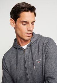 GANT - THE ORIGINAL FULL ZIP HOODIE - Mikina na zip - antracit melange - 5