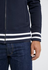 GANT - ANCHOR FULL ZIP HOODIE - Huvtröja med dragkedja - evening blue - 4