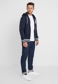 GANT - ANCHOR FULL ZIP HOODIE - veste en sweat zippée - evening blue - 1