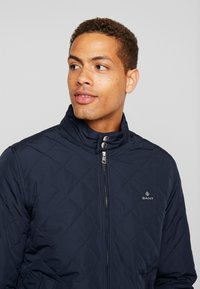 GANT - THE QUILTED WINDCHEATER - Allvädersjacka - evening blue - 4