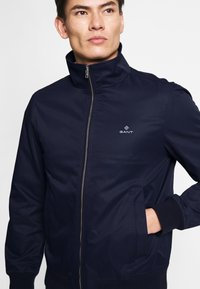 GANT - THE SPRING HAMPSHIRE JACKET - Lehká bunda - evening blue - 3