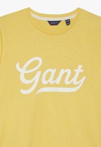 GANT - SCRIPT LOGO - Triko spotiskem - mimosa yellow - 3