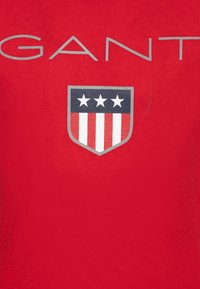 GANT - SHIELD LOGO  - Triko s potiskem - bright red - 2