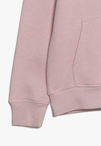 GANT - SHIELD LOGO HOODIE - Mikina skapucí - royal pink - 2
