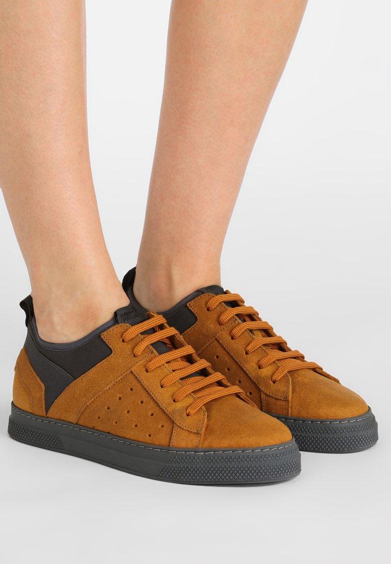 GARMENT PROJECT - ACE TECH - Trainers - burned orange